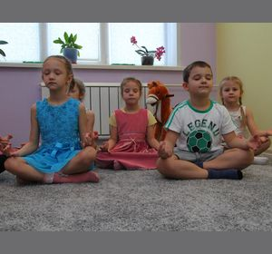 Красноярских детей закаливают йогой, солью и лечебным чаем