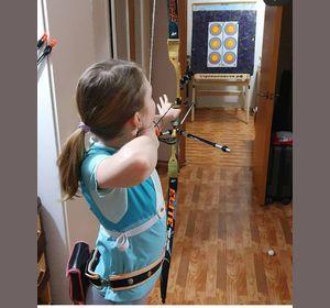 В самоизоляции дети продолжают заниматься рафтингом, баскетболом и стрельбой из лука