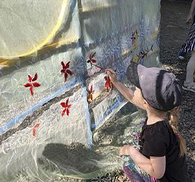 Воспитанники детских садов летом разводят божьих коровок и делают мороженое