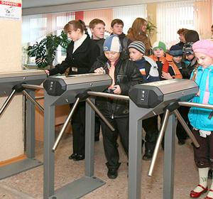 Красноярские школы массово оснащаются камерами видеонаблюдения и турникетами