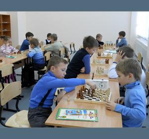 В красноярской школе ввели обязательное обучение детей игре в шахматы