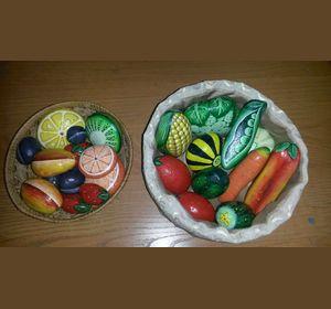 В детском саду воспитанникам предложили игрушки из камней и соломы