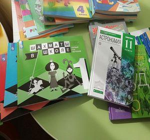 В красноярские школы завезли учебники по физкультуре, финансовой грамотности и сельскохозяйственному труду
