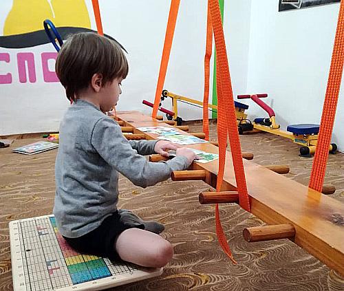 Красноярских дошколят учат разговаривать при помощи брёвен