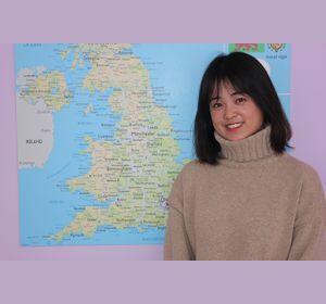 Телеведущая из Китая работает в красноярской школе