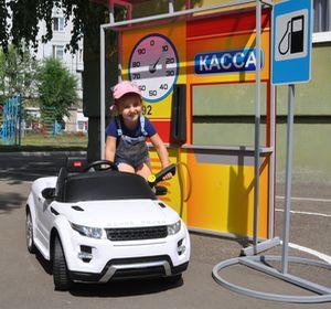 Дошколят учат правильно парковаться