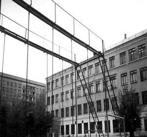 Ради одной из старейших красноярских школ снесли мельницу, барахолку и жилые дома